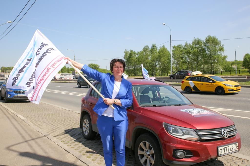 Москвичи поддержали инициативу Разворотневой «За доступный гараж» автопробегом. Фото: Сергей Харламов